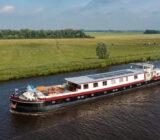 Lena Maria varend door het kanaal