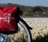 fietstas BBT en tulpenveld