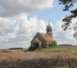 Bourgondie kerkje in open veld