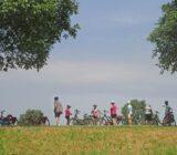 Rivierenland fietsers pauze op dijk